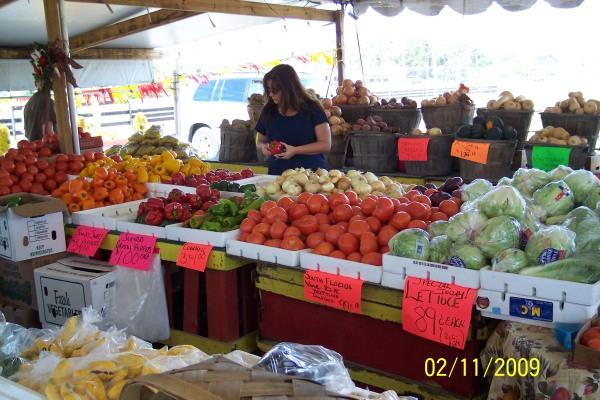 April & Jeff's Farmers Market - Chiefland